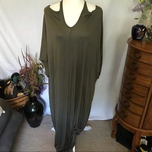 Maxi dress, cold-shoulder, hunter green. Size S